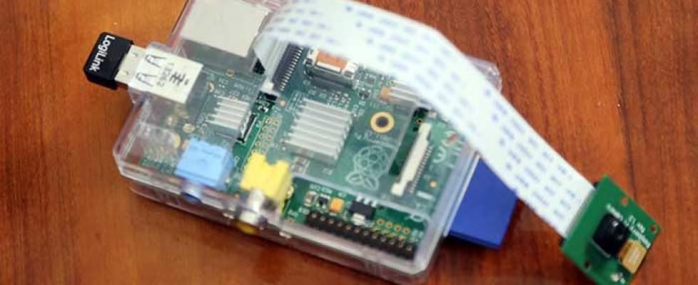 Seit einiger Zeit beschäftige ich mich mit dem Einplatinen-Computer Raspberry-Pi. Dieses kleine Rechnerchen kann man zu vielen Dingen nutzen wie z.B. als Webcam, Multimediacenter, Steuerung für Funksteckdosen etc. . Das Gerät läuft unter diversen Linux-Derivaten, ist aber auch für den Laien, aufgrund der großen Fan-gemeinde und entsprechender Web-Foren und Informationsportalen, […]